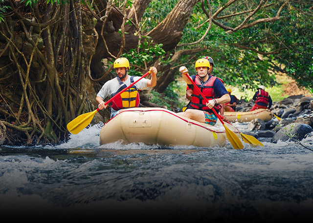 White water Rafting Class IV Pacuare con Viajes BAC Credomatic